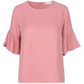 Serena bluse.  Bryst 2 x 56 cm Længde 60 cm