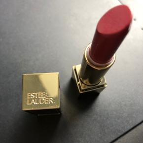 Ny læbestift - kun prøvet 1 gang på hånden. Nr. 420 - rebellious rose.