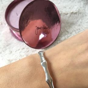 💕Jeg sælger denne ægte sølv armbånd fra et ukendt mærke som jeg købte i London. 💕  NP 400