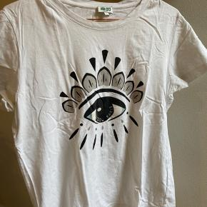 Kenzo t-shirt. Fitter str. M-L  Materiale: 100 % bomuld   Ny pris: 700 kr Mp: 350 kr
