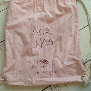 Varetype: RygsækStørrelse: X Farve: Lyserød Prisen angivet er inklusiv forsendelse.  Stof pose/ taske. Se også alle mine andre annoncer, og Byd. Skal have solgt ud:)