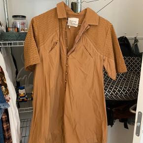 Super fin Cecilie Copenhagen kjole. Der kun er blevet brugt få gange og sælges så den forhåbentlig kan blive brugt lidt mere af en anden.  Har du spørgsmål til skoen, så spørg endelig 😉
