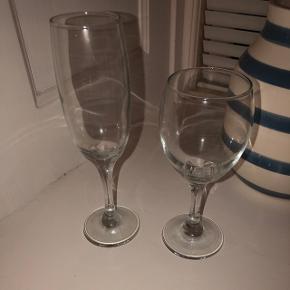 5 champagne glas 6 vin glas   Gives væk