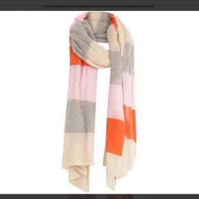 Kæmpe tørklæde i flotte farver. Lyser op i vintermørket. Aldrig brugt, helt nyt med prismærke.