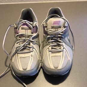 Nike Air 🌸str. 38,5🌸helt nye, kun prøvet på🌸Mp 100kr 🌸