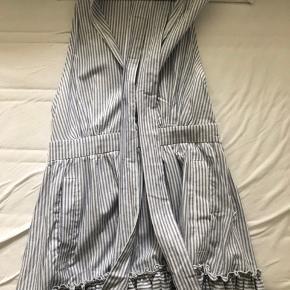 Helt ny kjole fra NA-KD, som kun er prøvet på. Np: 369kr