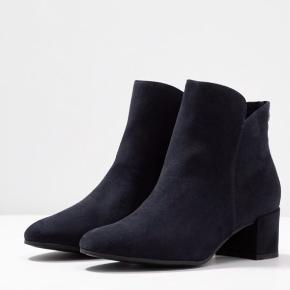 Meget fine blå støvler fra Tamaris i str 38. Nye - Kun prøver på inden.