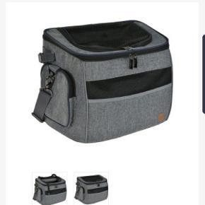 Brugt 1 x. Transporttaske til katte eller lille hund. Kan bruges som alm transporttaske/bur og kan også spændes på cyklen.