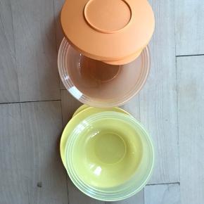 To små skåle fra Tuoperware med låg.  220 ml Aldrig brugt