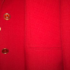 Mega flot rød blazer/ jakke!!  Sælges da jeg ikke får den brugt!