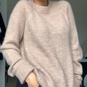 Blød sweater, klør ikke. Passes af S og M