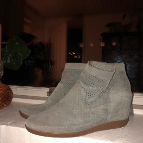 Fineste sko sælges, da jeg ikke bruger dem. De passes af en 40-41
