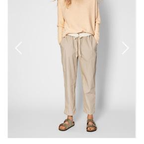 JUNA sweater i farven Dream . Tryk køb nu . Prisen er fast.