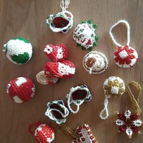 Forskellige juleophæng lavet i Grønlands perler....sælges samlet