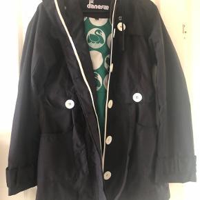 Overgangs jakke ikke brugt særlig meget..
