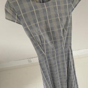 Smuk Hobbs London kjole, lyseblå med hvide tern