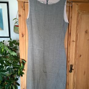 Meget fin Inwear kjole, med lækkert inderstof. Passer en S-M