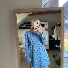 """fin kjole i silkeagtigt stof fra """"Glamorous"""" på asos. den er en 36, men lidt lille i størrelsen"""