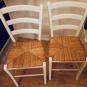 2 stk ILVA stole, sælger pga. flytning, så trænger bare lige til lidt rengøring. Kan afhentes i Søborg indtil på mandag og derefter i Bagsværd. 150kr stk eller begge for 200kr