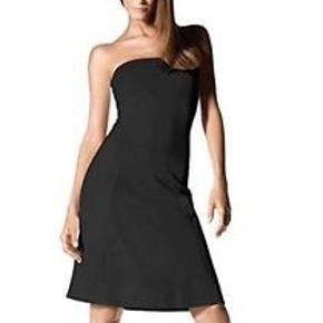 Wolford Daytona nederdel/kjole Kvaliteten er Cottenmix. Længde på nederdel fra talje og ned 54 cm Top som sidder fast på nederdelen er 41 cm.  Brystmål 96-100 cm Talje 79- 83 cm Hofte 104-108 cm