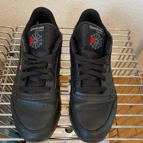 Classic sneakers fra Reebok. Flere billeder kan sendes.