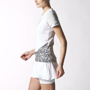 To lækre T-Shirts fra Stella Mccartny, Adidas, brugt få x. Hvid står der S i, svare tol alm str Small. Black Roses top står der L i stver til S/M. 100pp pr stk