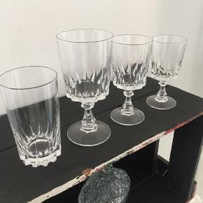 Retro Krystal Glas - 8 stk af hver! Vand, Rødvin, Hvidvin, sherry  Sælges for 15kr pr. Stk eller samlet for 350kr   Afhentes på Vesterbro, Kbh (sendes ikke.)