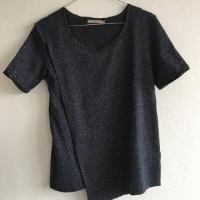 Brand: My mynt cph Varetype: T-shirt Farve: Blå Oprindelig købspris: 500 kr.