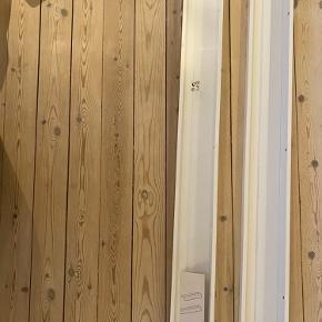 To mosslanda hylder sælges da de ikke passer til vores væg.   115 cm.   Den ene er helt ny og den anden har været skruet op på væggen men passede desværre ikke ind, hvorfor de sælges.   Kan afhentes i kgs lyngby til 50,- for dem begge 😌