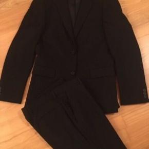 Sort slim fit jakkesæt fra Lindbergh CPH. Str. 48/84. BYD !