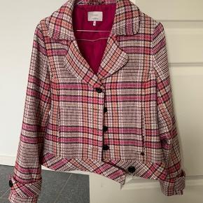 Helt ny jakke fra Nümph, sælges fordi den ikke bliver brugt Er modtagelig overfor seriøse bud