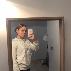 - hvid meleret hættetrøje med lynlås fra H&M Divided☁️ - Str. S  - brugt meget få gange☀️