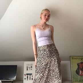 Fin satin leopard nederdel fra Monki  Ses på en small, er ca. 173   #Secondchancesummer