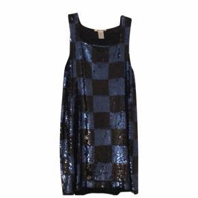 Alice + Olivia palliet kjole i flot stand brugt 3 gange. Nypris 5000kr.