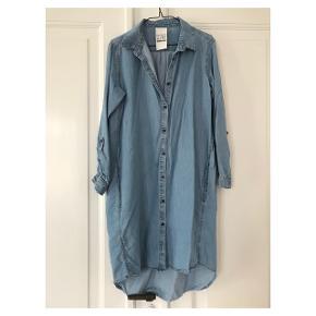 Fineste denim skjorte kjole  Se også mine andre annoncer eller følg mig på Instagram @2nd_love_preowned_fashion