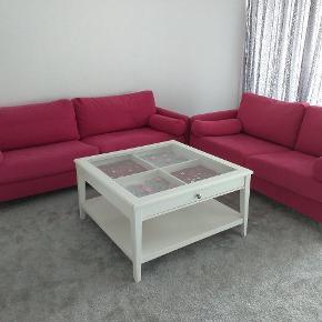 Sælger min flot sofa til 500kr skal flytte derfor jeg sælger den  Nypris 4999kr på tilbud jeg har købet