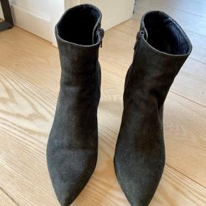 Wonders efterårsstøvletter. Sort ruskind. Jeg bruger normalt 38. Sælger da jeg har for mange støvler 🤷🏼♀️ Brugt ca. 5 gange.