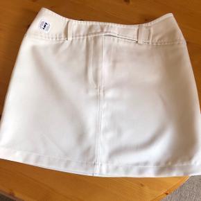 Mini-jupe blanc cassé marque Trailer taille M (belle tenue)