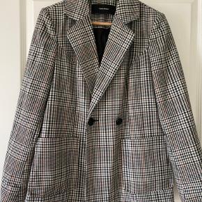 Blazer jakke i brun / sort / grå tern. Rummelig model. (Ikke ryger hjem)