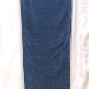 Overvejer at sælge disse lækre bukser da jeg ikke har fået dem brugt.  Modellen er : Low waist