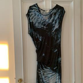 Sælger denne helmut lang kjole. Det er en størrelse Large, men passer også en s/m.