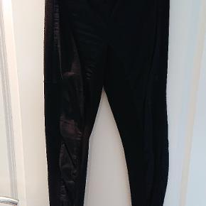 Super fine Malene Birger leggins. God, tyk kvalitet - kan let bruges som bukser.