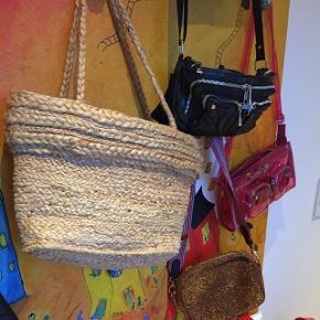 Super cool strandtaske. Byd! Sender gerne, ellers afhentning i Herning eller mødes i Århus