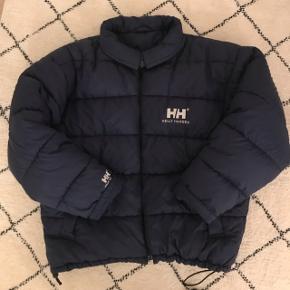 vintage Helly Hansen dunjakke. fin stand. størrelse XL. fitter oversize på mig og jeg er 186 høj