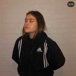 Adidas windbreaker🌸  Giver mængderabat, tjek profilen ud!