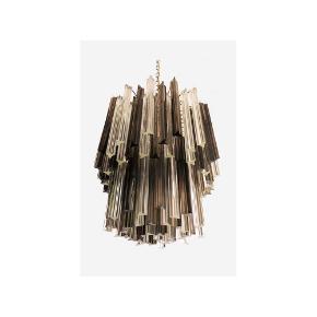 R Ø G F A R V E T 🖤  Fantastisk Murano lysekrone lavet af 107 Murano krystalprismer i en nikkel metalramme. Glasende er to forskellige størrelser og farverne er i en klar og røgfarvet prime. 🤍  Skriv gerne for mål 🌿  Sender gerne 📦