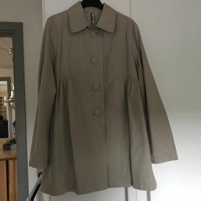 Fin jakke. Oversize model fra Part Two str. 36.