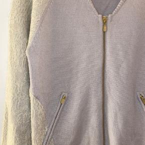 Super lækker strik cardigan fra designers remix. Aldrig brugt. 86% uld, 8% akryl, 4% polyamid og 2% mohair