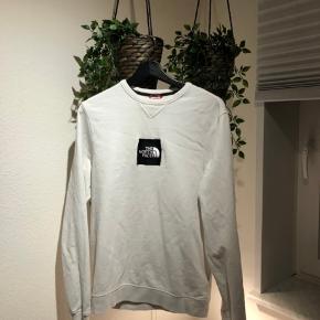 Sælger denne Black Box Logo TNF sweatshirt. Ikke brugt særligt meget