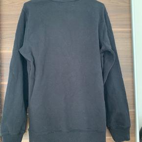 Fed trøje fra Calvin Klein (har samme model i grå til salg)   Mængderabat ved køb af flere stykker tøj.